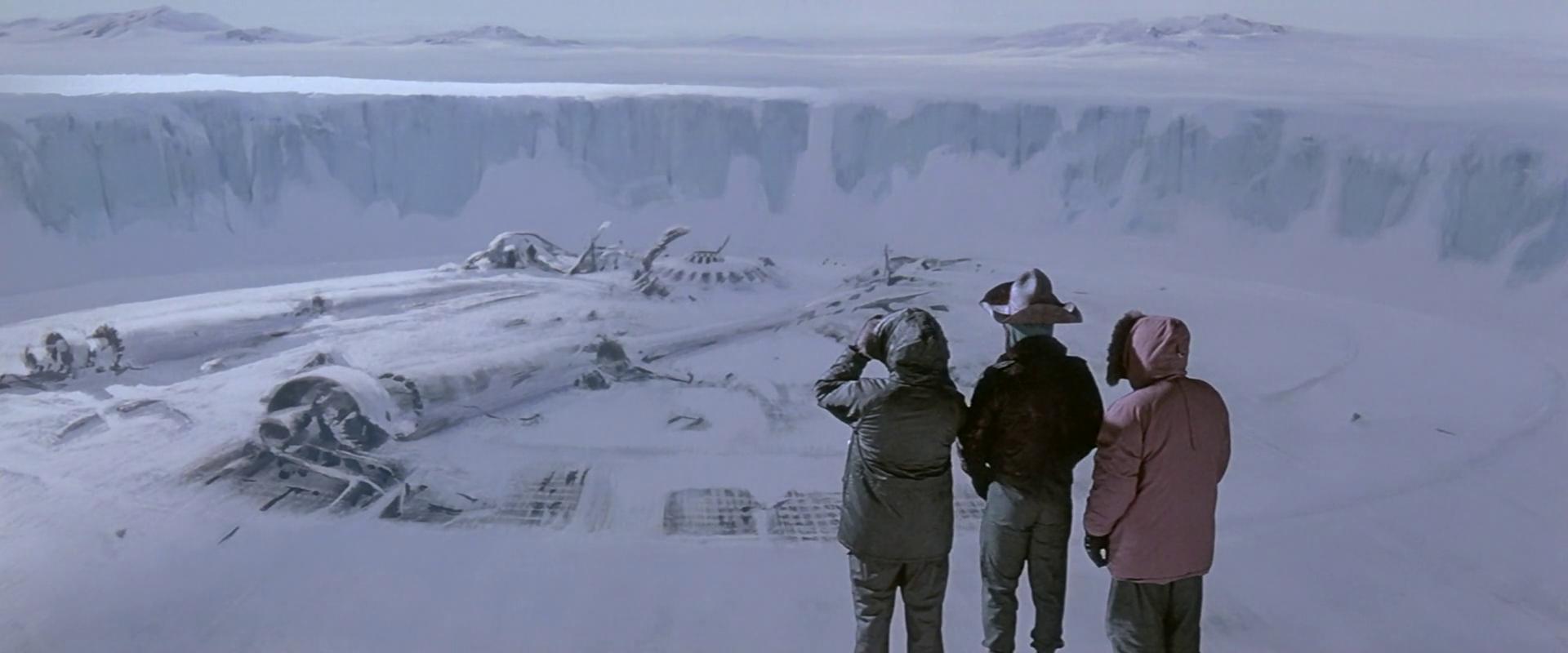Et gigantisk romskip graves ut av den antarktiske isen i The Thing (1982).